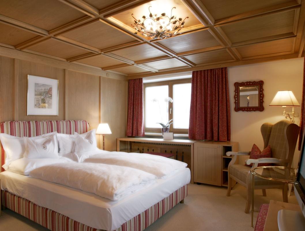 doppelzimmer_ausblick_hotel_angela_lech